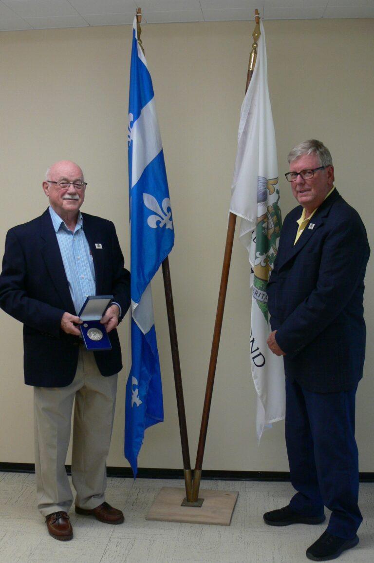(Français) Remise de médaille du Lieutenant-gouverneur du Québec  à monsieur André Desfossés